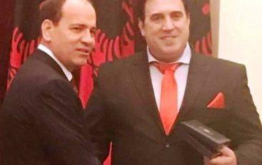 Presidenti i Shqipërisë dekoron Enver Idrizin