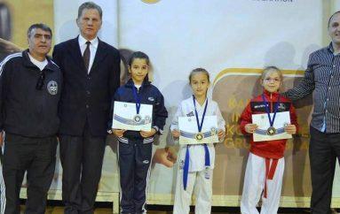 """KK """"Arena"""" e Pejës me dy medalje në Kampionat"""