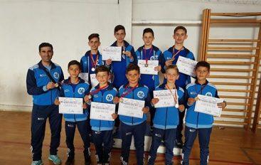 """KK """"Rinia"""" tregohet i zoti 10 medalje në Kërçovë"""