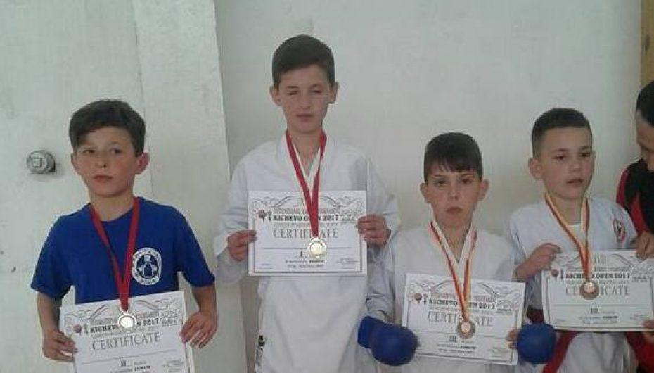 """""""Kushtrimi"""" fitoi 8 medalje në """"Kërçova Open"""""""