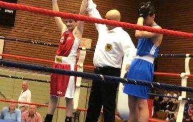 Lind Tajsoni 14 vjecar shqiptar nga Shkupi, nakauton boksierët në Gjermani që në raundet e para