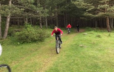 Majlinda Kelmendi me biçikletë feston diçka të jashtëzakonshme!