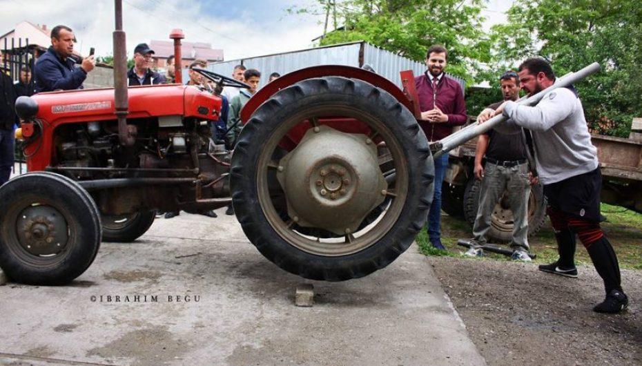 Çmenduria e shqiptarit, traktorët i çon përpjetë, plus…