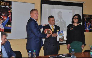 "Shaban Terstena promovon librin ""Rruga e Kampionit Olimpik"
