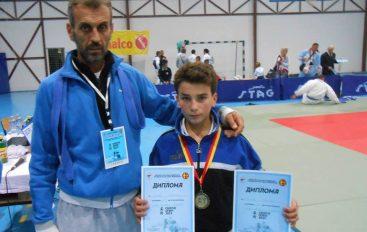 Live: Hamza Jashari do luftoj për bronz në KE