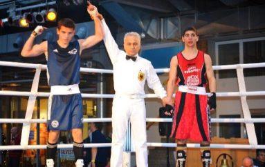 Agon Gashi, djaloshi që denjësisht po përfaqëson shqiptarin