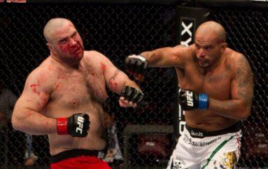 Vdes boksieri i njohur pas nokautit të tmerrshëm