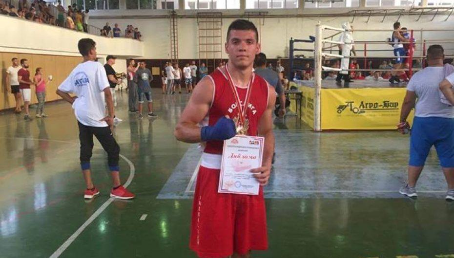 Artan Aliu:Me padurim pritja ditën të bëhem kampion në boks