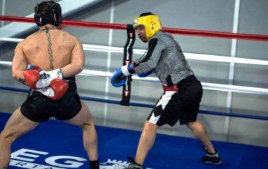 Partneri në stërvitje i McGregor: Kemi një plan për ta mundur Mayweather