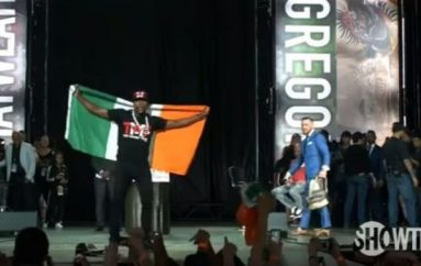 Mayweather merr flamurin e Irlandës, shikojeni reagimin e McGregor (Video)