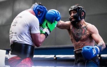 McGregor i fokusuar te sfida, deri më tani ka zhvilluar 44 duele në stërvitje