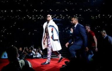 E kritikoi Mayweatherin për veshjen në Toronto, por McGregor përqeshet në New York për dukjen