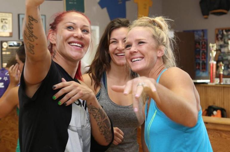 Cyborg synon të mbrojë titullin ndaj Holly Holm, UFC aprovon