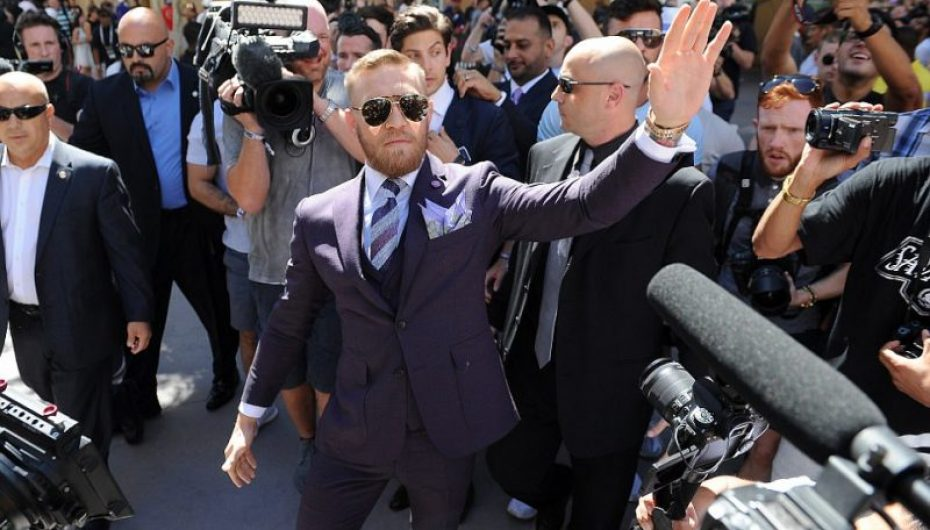 Video/ Truprojat evitojnë një përplasje fizike mes McGregor e Mayweather