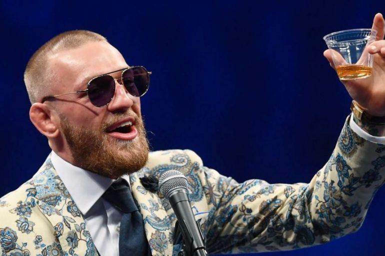 McGregor, pas sfidës me Mayweather publikon biografinë e jetës së tij