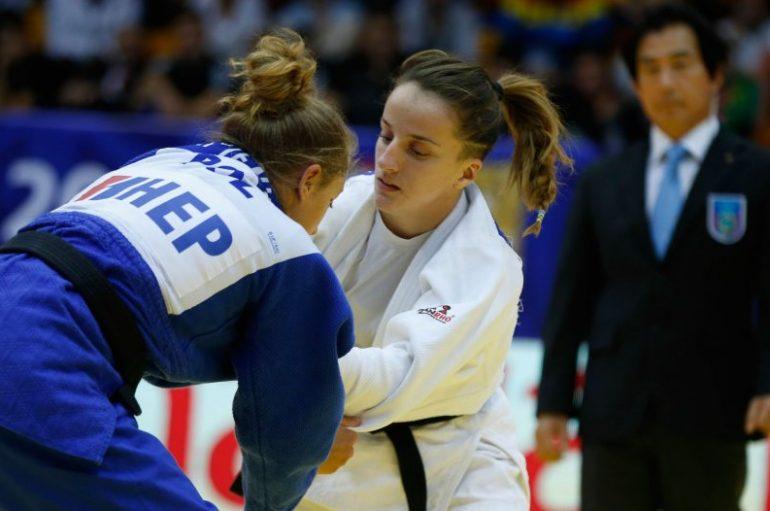 Distria mëson rivalen në Kampionatin Botëror
