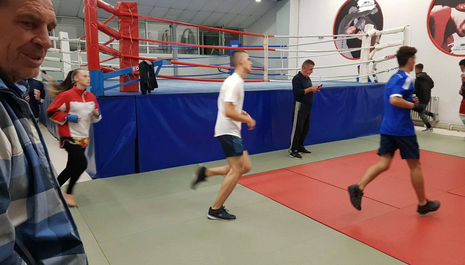Zizi i kthehet dorëzave, trajnon boksierët e rinj (FOTO)