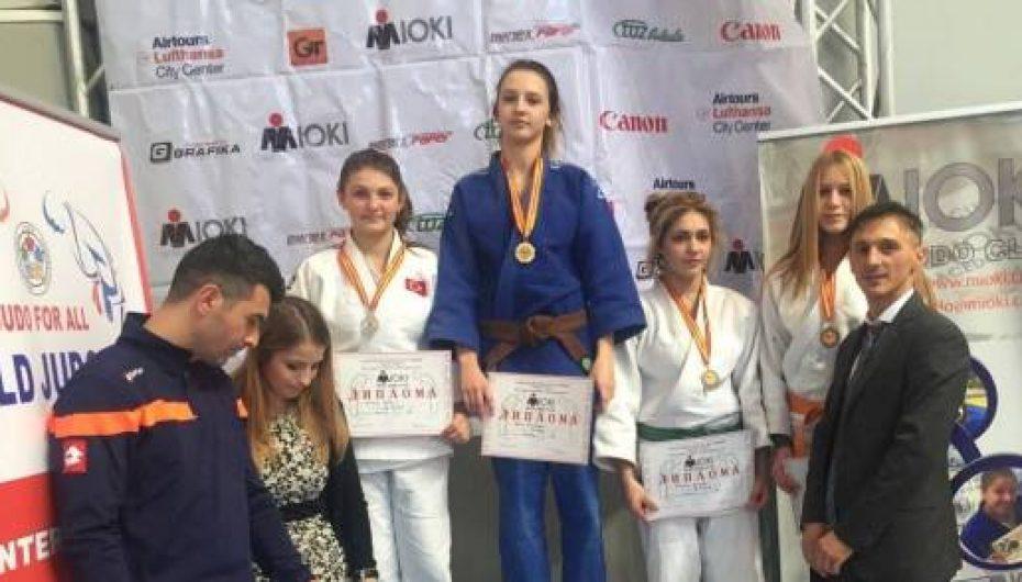 Berna, Arbresha dhe Amra në kampionatin ballkanik të xhudos