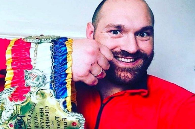 """""""Ring Magazine"""" kërcënon Tyson Fury, gati t'i heqë edhe titullin e mbetur"""