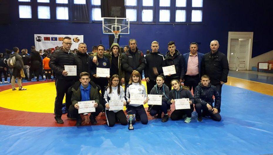 "Ekipi i femrave nga Kosova fitoi kupën ""Abedin Lame"""