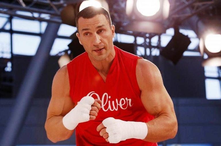 Parashikimi i Klitschko: Ja kush e fiton një duel mes Joshua e Fury