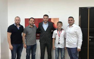 Besir Alili në pritje te drejtori i Agjencionit për Rini dhe Sport