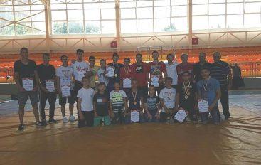 KM LIRIA me dominim te plote, shpallet kampione e Maqedonise per te rinj