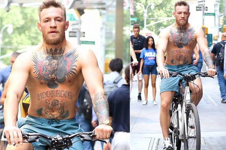 McGregor tregon tatuazhet, shëtitje me biçikletë në Nju Jork
