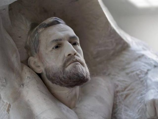 Një skulpturë mermeri  dhurata speciale për McGregor