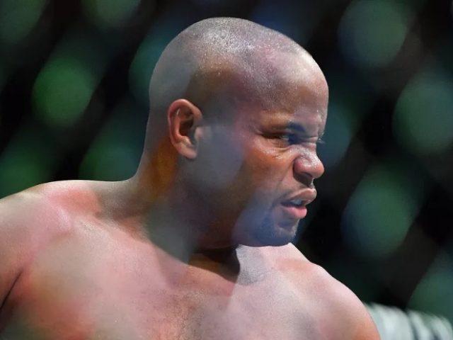 UFC  kampioni i botës në peshat e rënda pezullohet 6 muaj