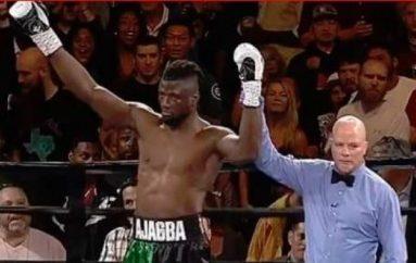 E fiton meçin pa e goditur kundërshtarin, për fitoren më të shpejtë në histori të boksit