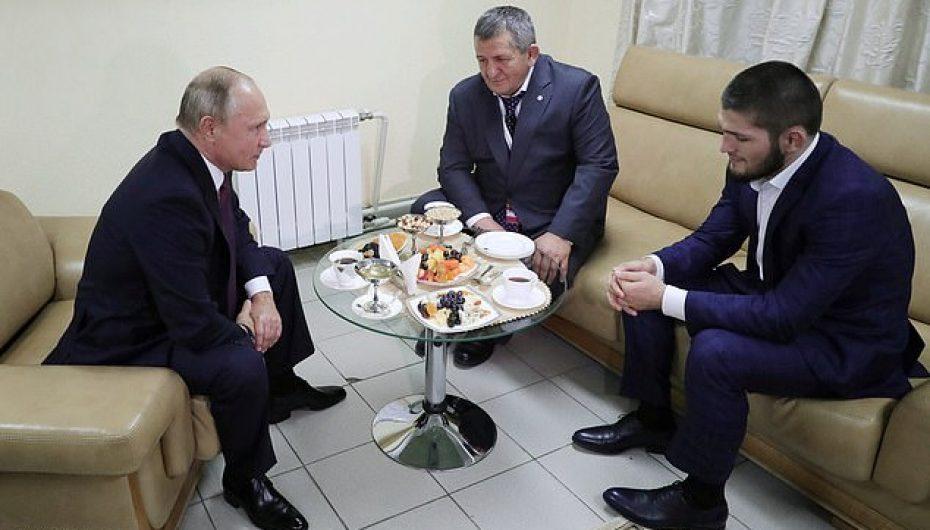 Vladimir Putin pret Khabib në shtëpi