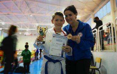 Shkodrane Dardhishta krenare me fëmijët e saj kampion