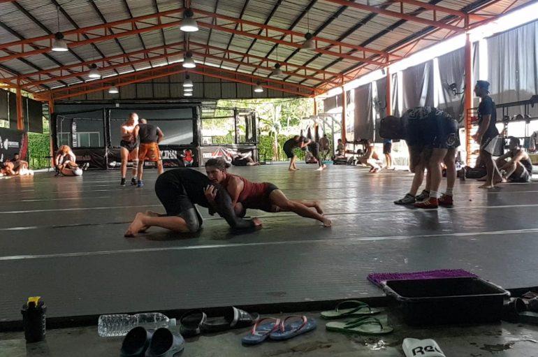 Bestare Kicaj në Tajlandë po stërvitet nga legjendat e MMA-së