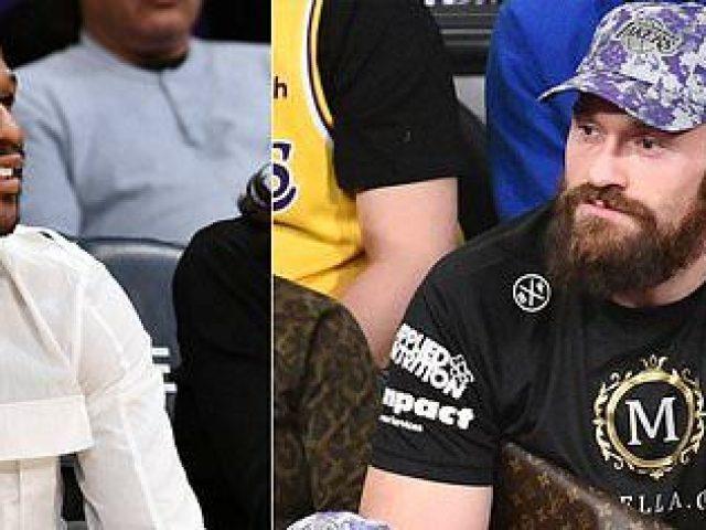 Fury e Mayweather së bashku në stadium  tifo për të njëjtin ekip
