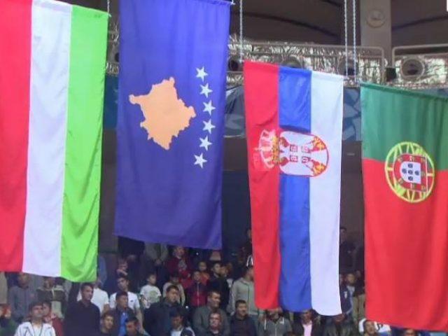 Flamuri i Kosovës para atij të Serbisë  kallen serbët  Milica pas shqiptares