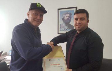 Çmim i veçantë për të fortin e Kosovës! Ky është babai i tij!