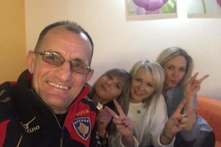Ky shtet s'e njeh Kosovën, por qytetaret e saja mbajnë në qafë…