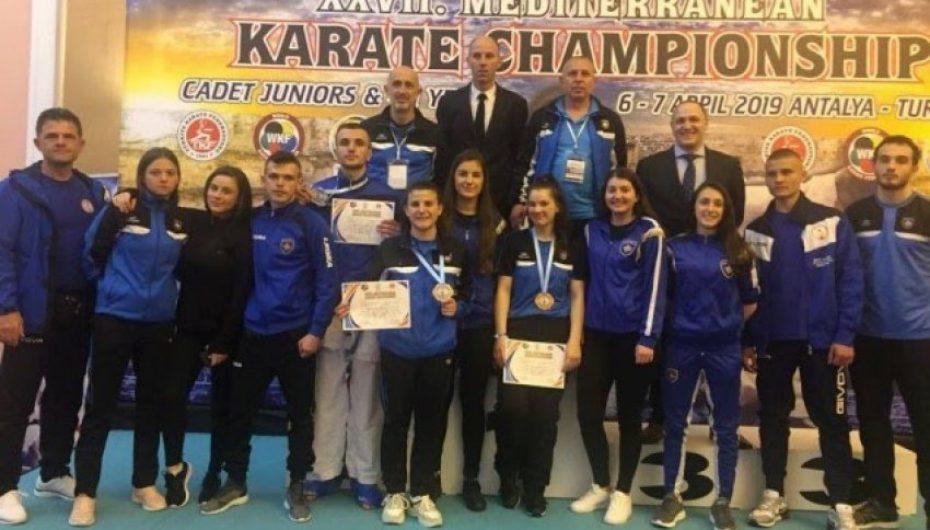 Kosova kthehet me 8 medalje nga Kampionati i Karates në Turqi