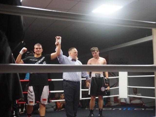 Mitrovicasi Adrian Maliqi Raatz fiton me ndërprerje duelin me gjermanin Lary Burry