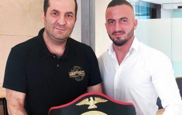Zyrtare: Luan Rudaj i ofrohet të ndeshet për 2 tituj botëror