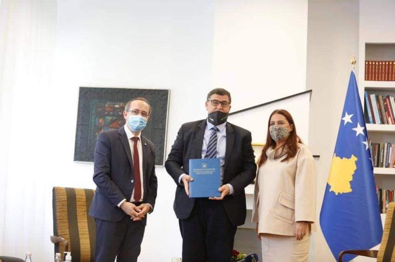 Naim Muja falënderon Vlora Dumoshin për mbështetjet